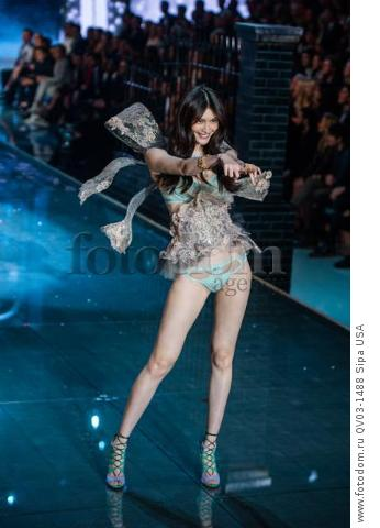 Sui He on the runway during the 2015 New York Victoria?s Secret Fashion Show held at the Lexington Armory in New York City on November 10, 2015. (Photo by Anthony Behar) *** Please Use Credit from Credit Field *** *** Please Use Credit from Credit Field ***