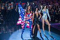 Taylor Hill, Selena Gomez and Megan Puleri on the