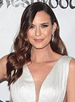 Odette Annable attends tThe Art of Elysium's Ninth
