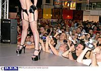festival-eroticheskogo-kino-v-barselone-kartinki-dva-parnya-i-devushka-seks