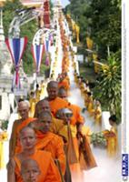 Буддистский фестиваль 'Tak Bat Devo' в Тайланде