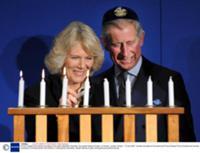Принц Чарльз с женой на еврейском празднике 'Ханука'