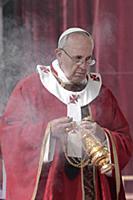 Папа Франциск Первый провел массовую мессу в Ватикане