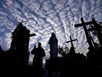 Гора крестов в Литве, 22 мая 2013.