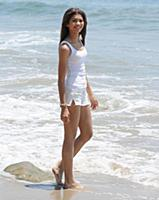 Юные на пляже