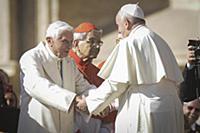 Папа Франциск I и Папа Бенедикт XVI на Святой Месс