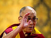 Далай-лама выступает в университете Британской Кол