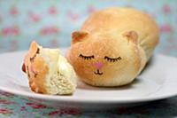 Буханка хлеба в форме котика