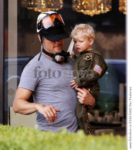 Mandatory Credit: Photo by Broadimage/REX Shutterstock (5012159b) Josh Duhamel win son Axl Fergie and Josh Duhamel out and about, Los Angeles, America - 29 Aug 2015 Fergie and Josh Duhamel celebrate son Axl's second birthday at the Chin Chin Restaurant in Brentwood