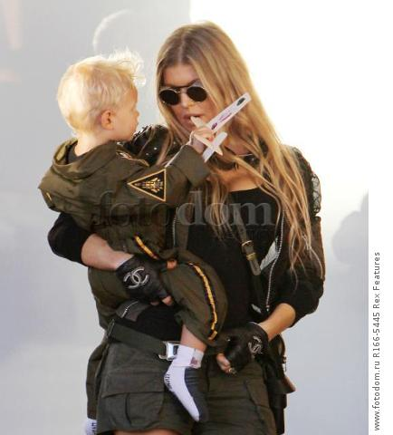 Mandatory Credit: Photo by Broadimage/REX Shutterstock (5012159e) Fergie Duhamel win son Axl Fergie and Josh Duhamel out and about, Los Angeles, America - 29 Aug 2015 Fergie and Josh Duhamel celebrate son Axl's second birthday at the Chin Chin Restaurant in Brentwood