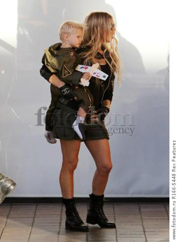 Mandatory Credit: Photo by Broadimage/REX Shutterstock (5012159h) Fergie Duhamel win son Axl Fergie and Josh Duhamel out and about, Los Angeles, America - 29 Aug 2015 Fergie and Josh Duhamel celebrate son Axl's second birthday at the Chin Chin Restaurant in Brentwood