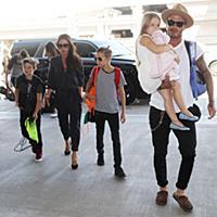 Дэвид Бекхэм с семьей