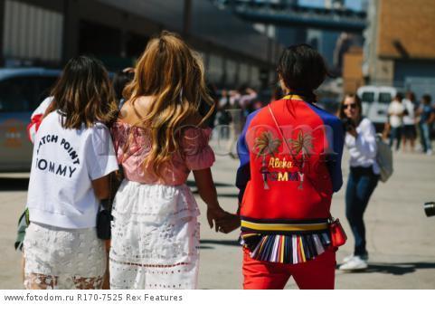 Mandatory Credit: Photo by Liz Devine/WWD/REX Shutterstock (5083791l) Street Style Street Style, Spring Summer 2016, New York Fashion Week, America - 14 Sep 2015