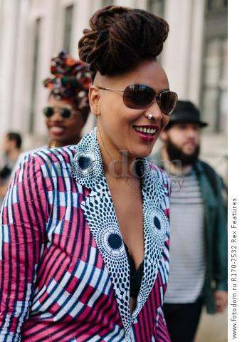 Mandatory Credit: Photo by Liz Devine/WWD/REX Shutterstock (5083791e) Street Style Street Style, Spring Summer 2016, New York Fashion Week, America - 14 Sep 2015