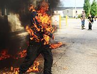 Мужчина случайно поджег себя во время акции протеста