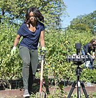 Мишель Обама в огороде Белого дома