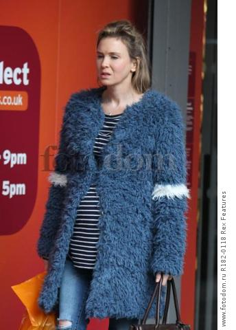 Mandatory Credit: Photo by Beretta/Sims/REX Shutterstock (5225179d) Renee Zellweger on set at Sainsbury's 'Bridget Jones' Baby' on set filming, Woolwich, London, Britain - 07 Oct 2015