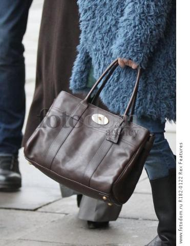 Mandatory Credit: Photo by Beretta/Sims/REX Shutterstock (5225179i) Renee Zellweger on set at Sainsbury's 'Bridget Jones' Baby' on set filming, Woolwich, London, Britain - 07 Oct 2015