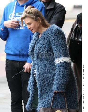 Mandatory Credit: Photo by Beretta/Sims/REX Shutterstock (5225179j) Renee Zellweger on set at Sainsbury's 'Bridget Jones' Baby' on set filming, Woolwich, London, Britain - 07 Oct 2015