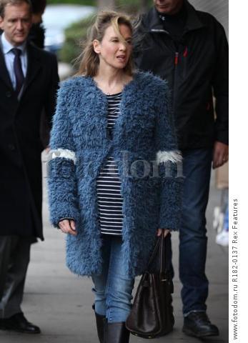 Mandatory Credit: Photo by Beretta/Sims/REX Shutterstock (5225179z) Renee Zellweger on set at Sainsbury's 'Bridget Jones' Baby' on set filming, Woolwich, London, Britain - 07 Oct 2015