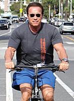 Арнольд Шварценеггер на велосипеде
