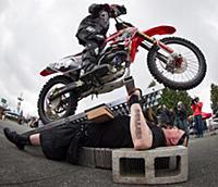 Команда каскадеров Monsters of Schlock установила новый рекорд