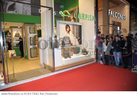 Mandatory Credit: Photo by Alberto Terenghi/REX Shutterstock (5343648a) Penelope Cruz Penelope Cruz promotes Carpisa brand, Milan, Italy - 04 Nov 2015