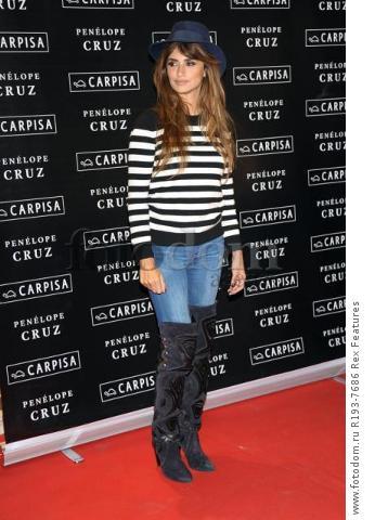 Mandatory Credit: Photo by Alberto Terenghi/REX Shutterstock (5343648e) Penelope Cruz Penelope Cruz promotes Carpisa brand, Milan, Italy - 04 Nov 2015