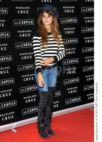 Mandatory Credit: Photo by Alberto Terenghi/REX Shutterstock (5343648f) Penelope Cruz Penelope Cruz promotes Carpisa brand, Milan, Italy - 04 Nov 2015