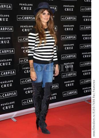 Mandatory Credit: Photo by Alberto Terenghi/REX Shutterstock (5343648i) Penelope Cruz Penelope Cruz promotes Carpisa brand, Milan, Italy - 04 Nov 2015