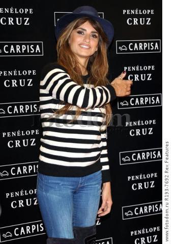 Mandatory Credit: Photo by Alberto Terenghi/REX Shutterstock (5343648k) Penelope Cruz Penelope Cruz promotes Carpisa brand, Milan, Italy - 04 Nov 2015