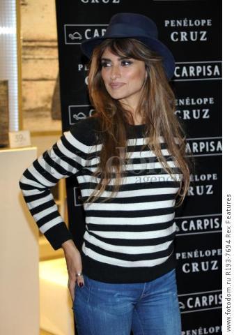 Mandatory Credit: Photo by Alberto Terenghi/REX Shutterstock (5343648m) Penelope Cruz Penelope Cruz promotes Carpisa brand, Milan, Italy - 04 Nov 2015