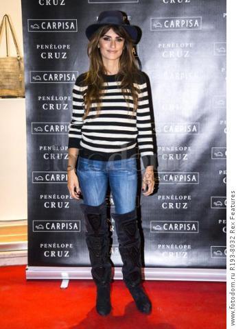 Mandatory Credit: Photo by Alberto Scarpinato/REX Shutterstock (5343676e) Penelope Cruz Penelope Cruz promotes Carpisa brand, Milan, Italy - 04 Nov 2015