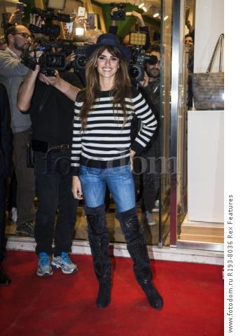 Mandatory Credit: Photo by Alberto Scarpinato/REX Shutterstock (5343676i) Penelope Cruz Penelope Cruz promotes Carpisa brand, Milan, Italy - 04 Nov 2015