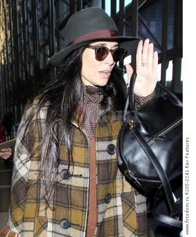 Mandatory Credit: Photo by Broadimage/REX Shutterstock (5470221i) Demi Moore Demi Moore at LAX International Airport, Los Angeles, America - 02 Dec 2015 Demi Moore arrives at the Los Angeles International Airport