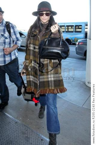Mandatory Credit: Photo by Broadimage/REX Shutterstock (5470221k) Demi Moore Demi Moore at LAX International Airport, Los Angeles, America - 02 Dec 2015 Demi Moore arrives at the Los Angeles International Airport