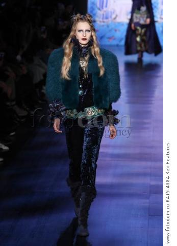 Mandatory Credit: Photo by Amy Sussman/WWD/REX/Shutterstock (8377423al)