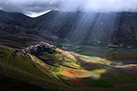 Красочные поля в Умбрии (Umbria), Италия (Italy),