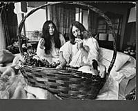 John Lennon And Yoko Ono On Honeymoon ''bed In'' A