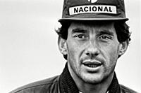 Айртон Сенна - бразильский автогонщик, трёхкратный чемпион мира Формулы-1