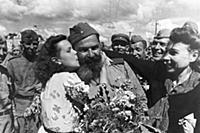 World war 2, returning soviet soldiers being greet