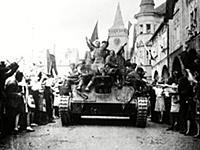 Residents of jicin, czechoslovakia welcoming sovie