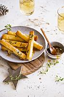 Goats cheese cigars with honey and thyme