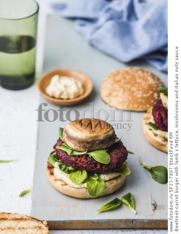 Beetroot-carrot burger with lamb s lettuce, mushrooms and italian nuts sauce
