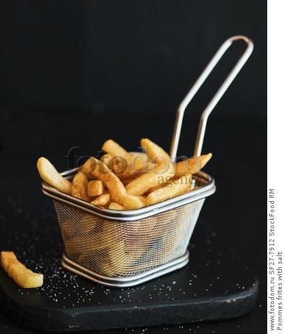 Pommes frites with salt