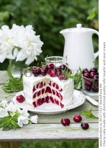 Cherry cake made with shortcrust pastry rolls (snails) and sour cream