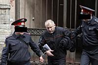 Бывший депутат Госдумы Михаил Глущенко доставлен в здание Куйбышевского суда для очередного слушания его дела.