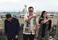 Слева направо: продюсер Дэвид Хейман, режиссер Кве