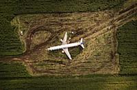 Место жесткой посадки самолета 'Уральских авиалиний', фотографии экипажа, брифинг