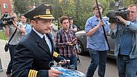 Командир самолета Airbus А321 Дамир Юсупов в аэроп